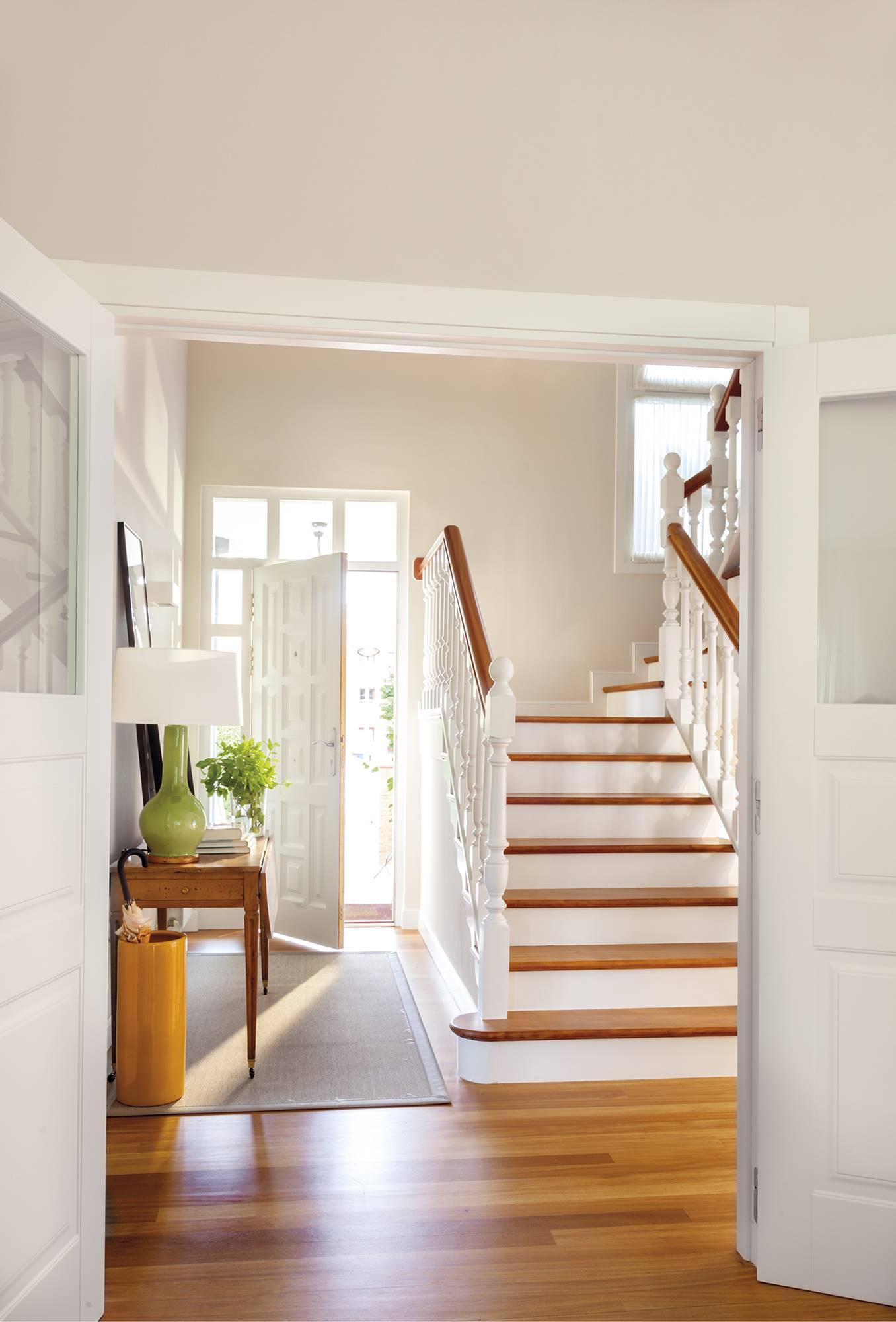 Antes y despu s el gran cambio de 4 casas que nos encantan for Construir una escalera de jardin de madera