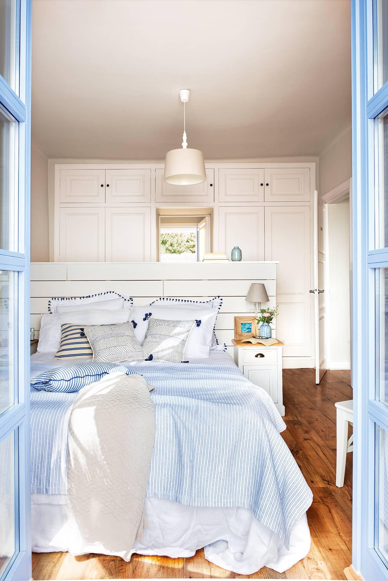 蓝色白色卧室1