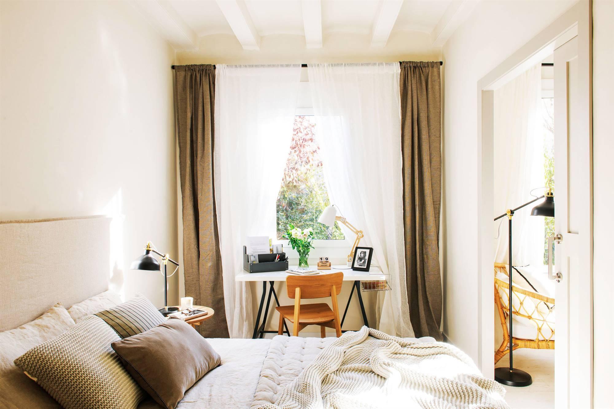 Dormitorios decorados en blanco - Fotos cortinas dormitorio ...