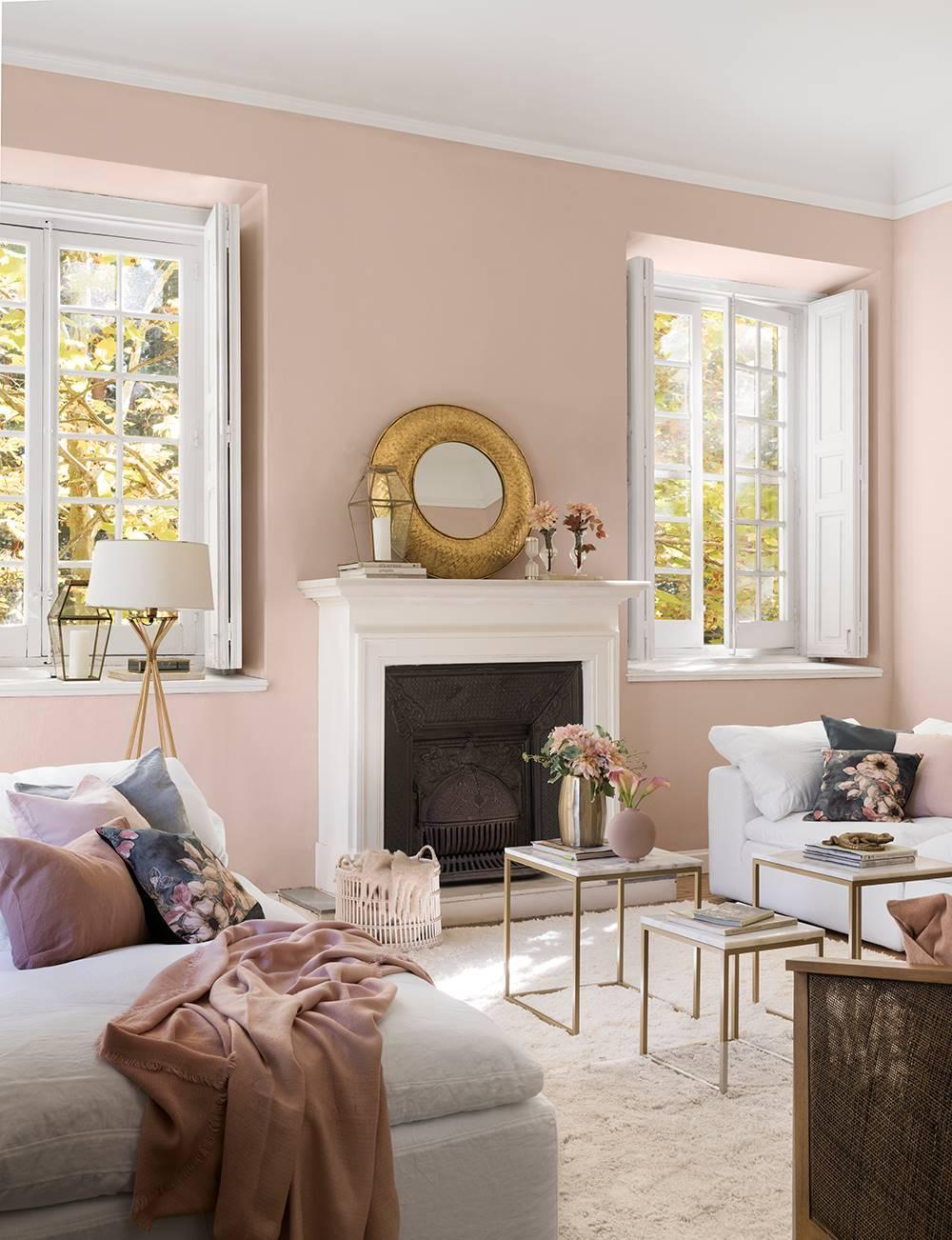 Cambio-look-salón-00497474. Rosa + blanco llenan el salón de luz 粉色客厅