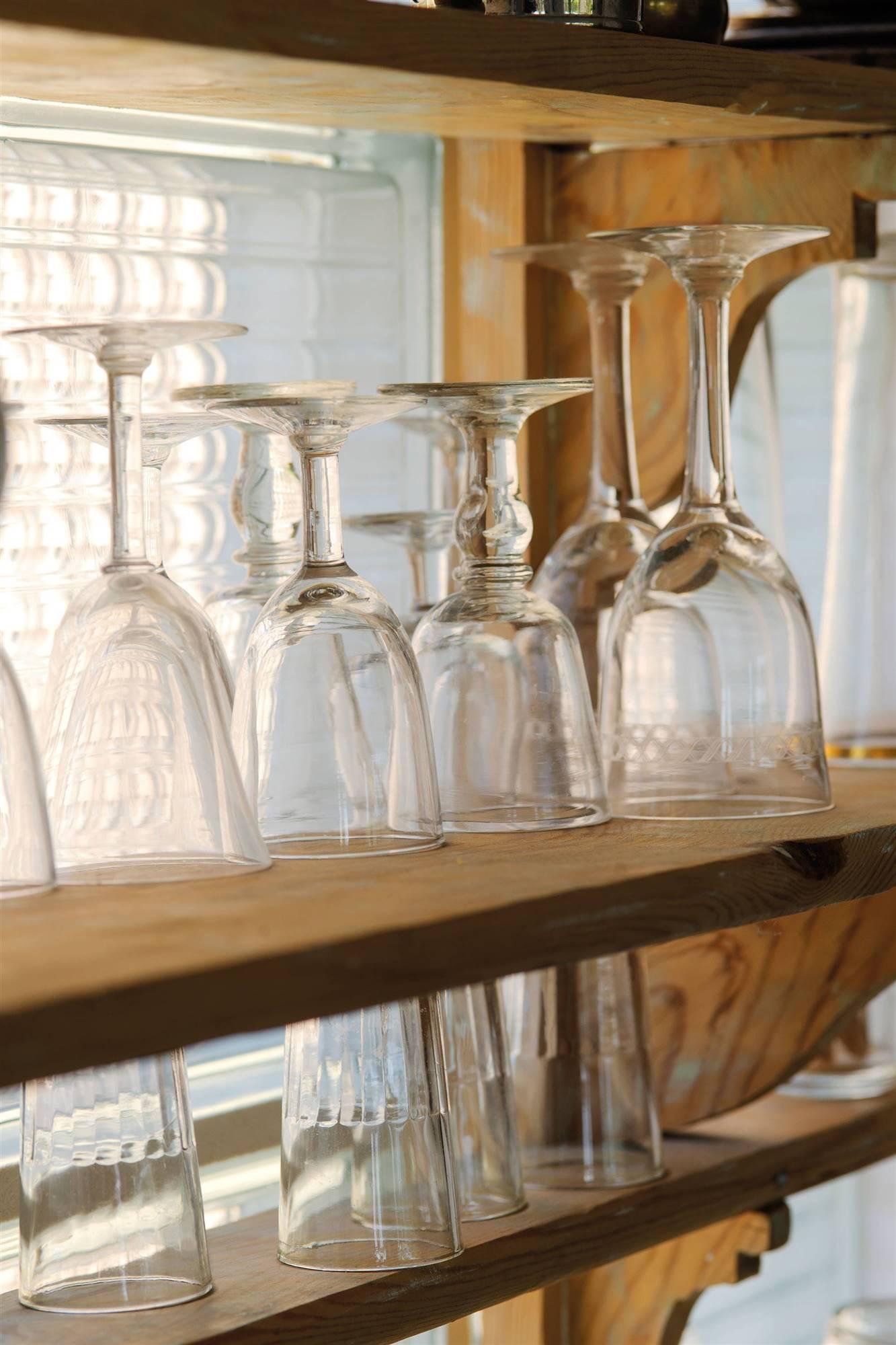 crystal glasses shelves 00486878. Fine glassware