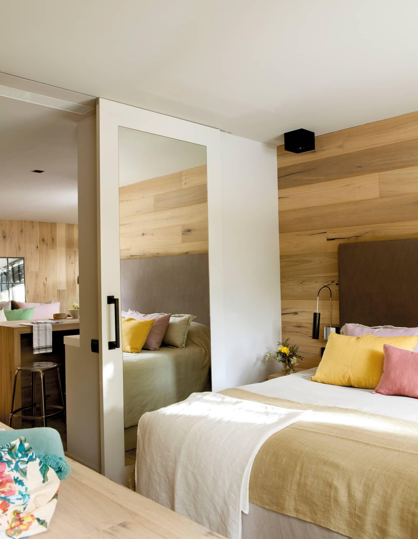 287 fotos de puertas correderas for Puertas de madera para habitaciones