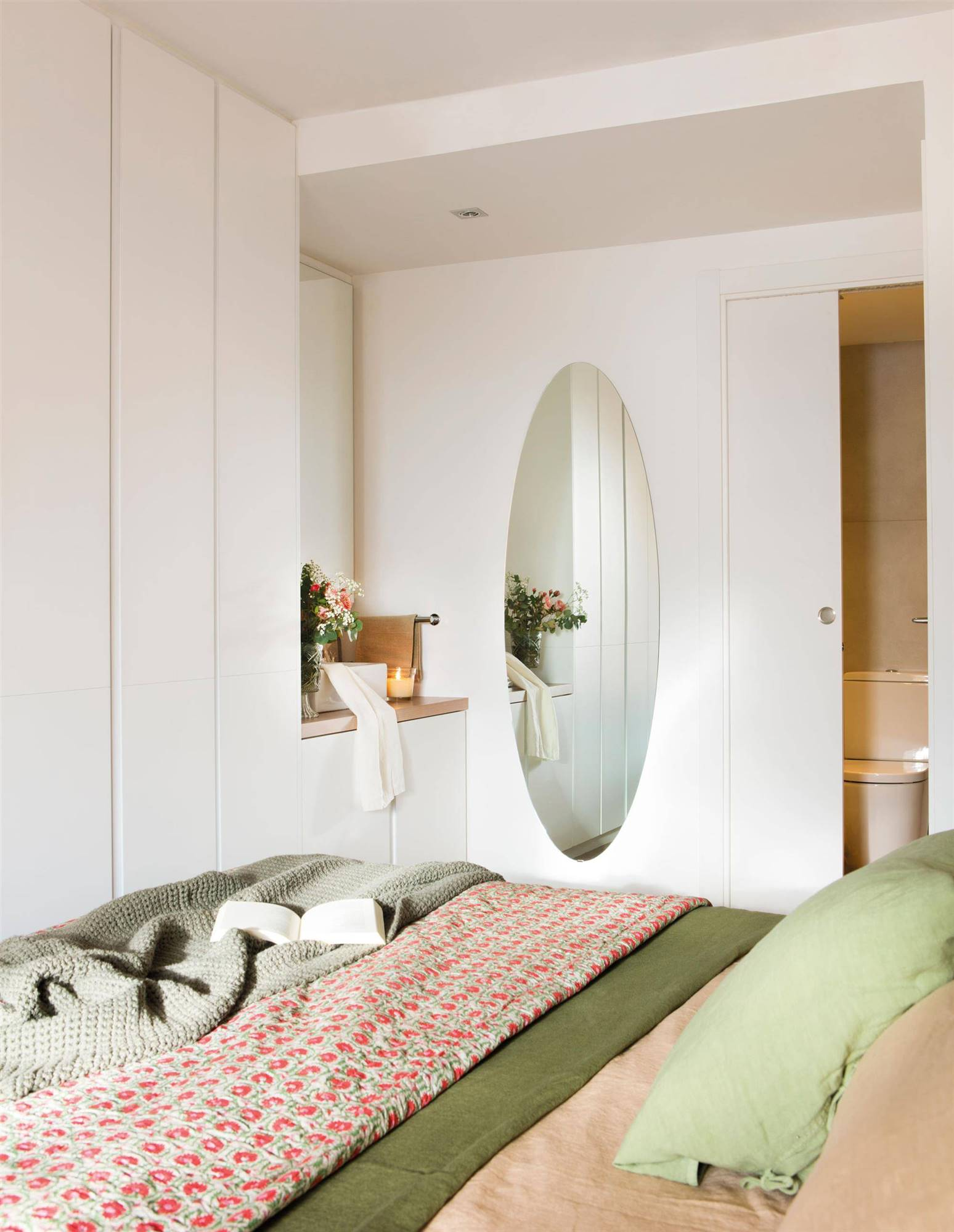 Armarios para dormitorios peque os 12 propuestas para copiar - Sillones pequenos para dormitorios ...