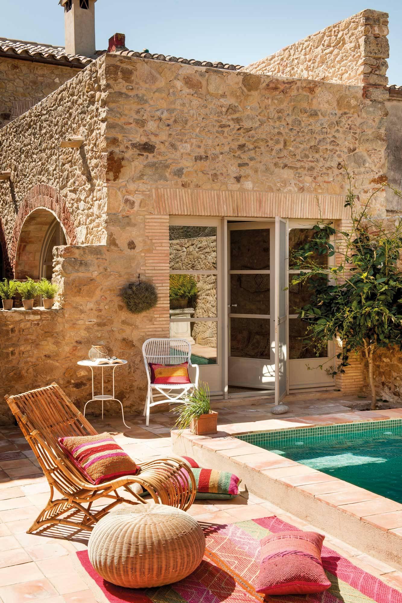 Patios interiores todo sobre la decoraci n de patios con for Decoracion de casas antiguas fotos