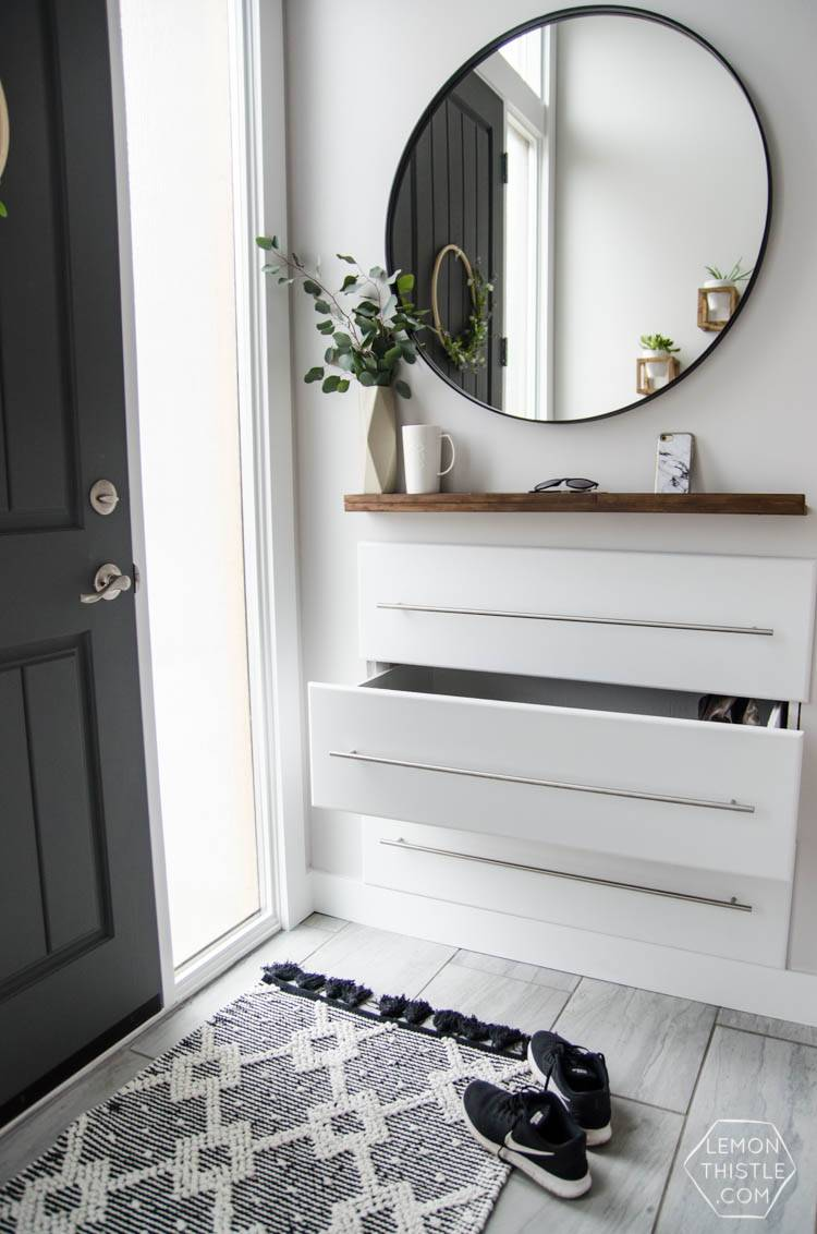 Pinterest DIY-entryway-makeovers-7. Tres cajones empotrados en el recibidor