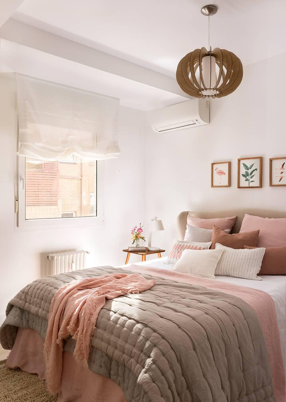 Dormitorio con aire acondicionado 粉色出agp的卧室