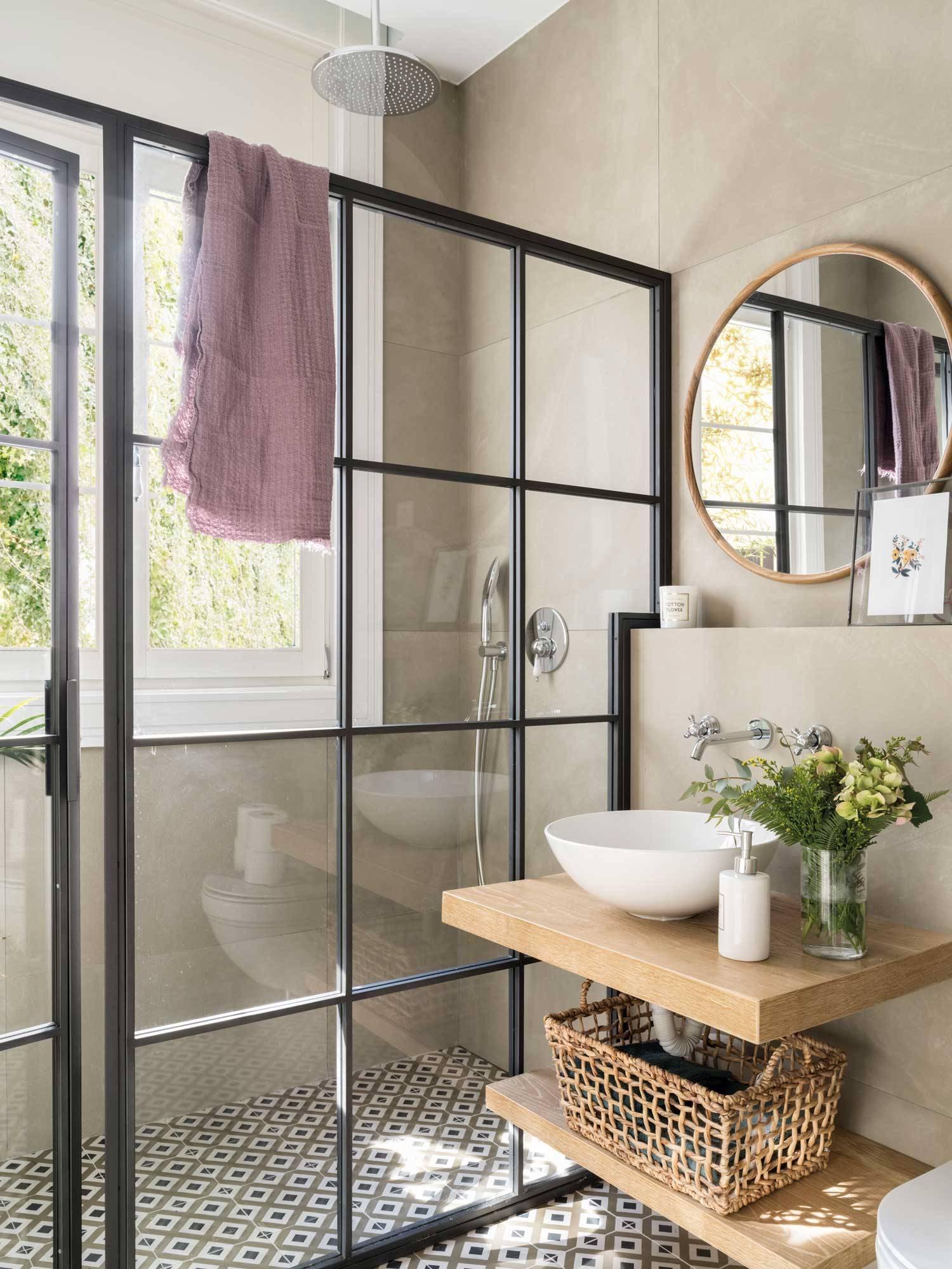 dilema-deco-cortina-o-mampara-00495538. ¿Cómo se limpian mampara y cortina?