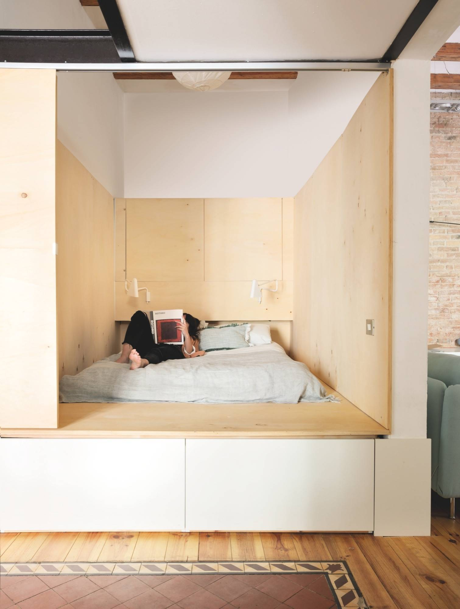 ee03580e2f Un armario bajo la cama