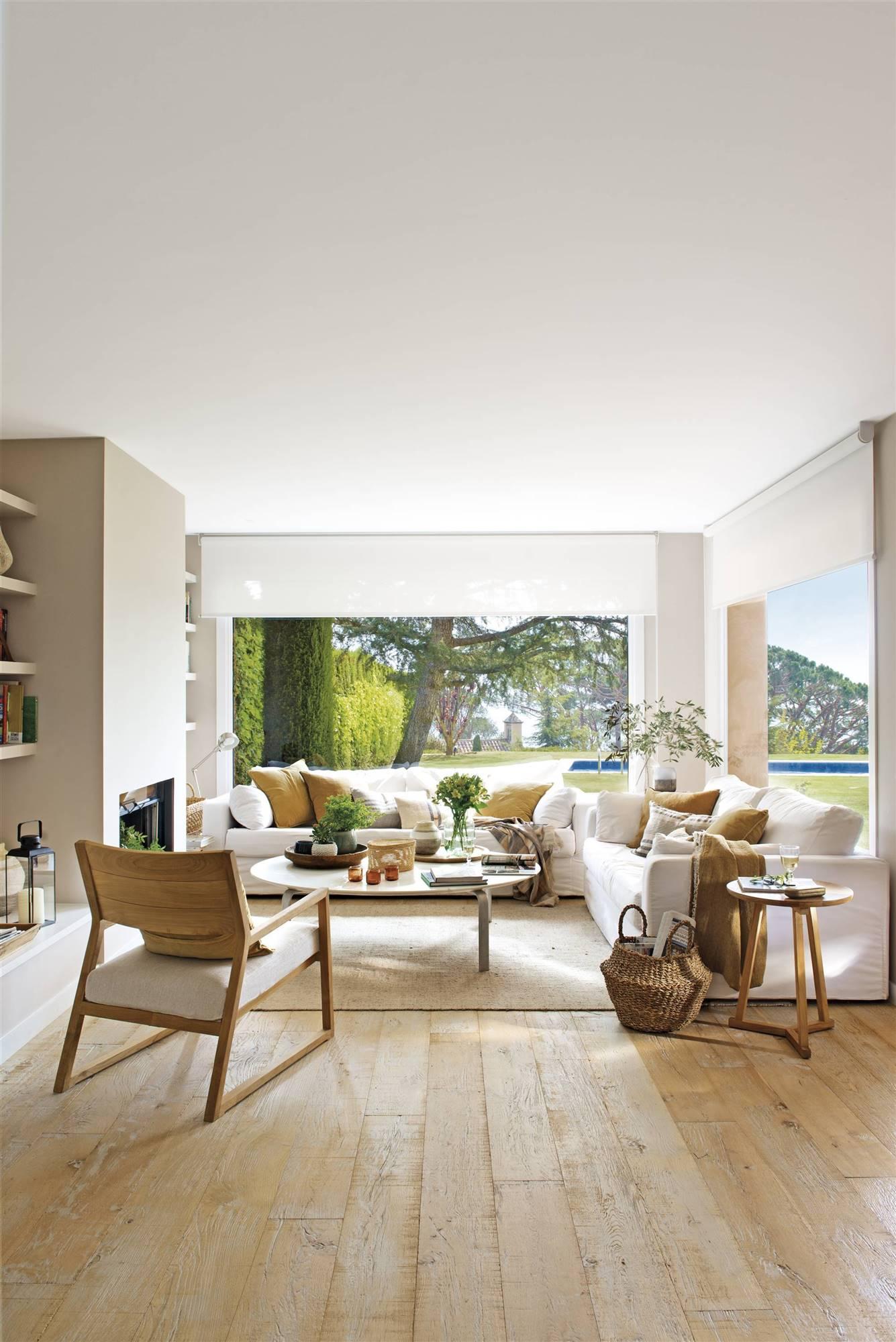 DSC6442B.  The living room