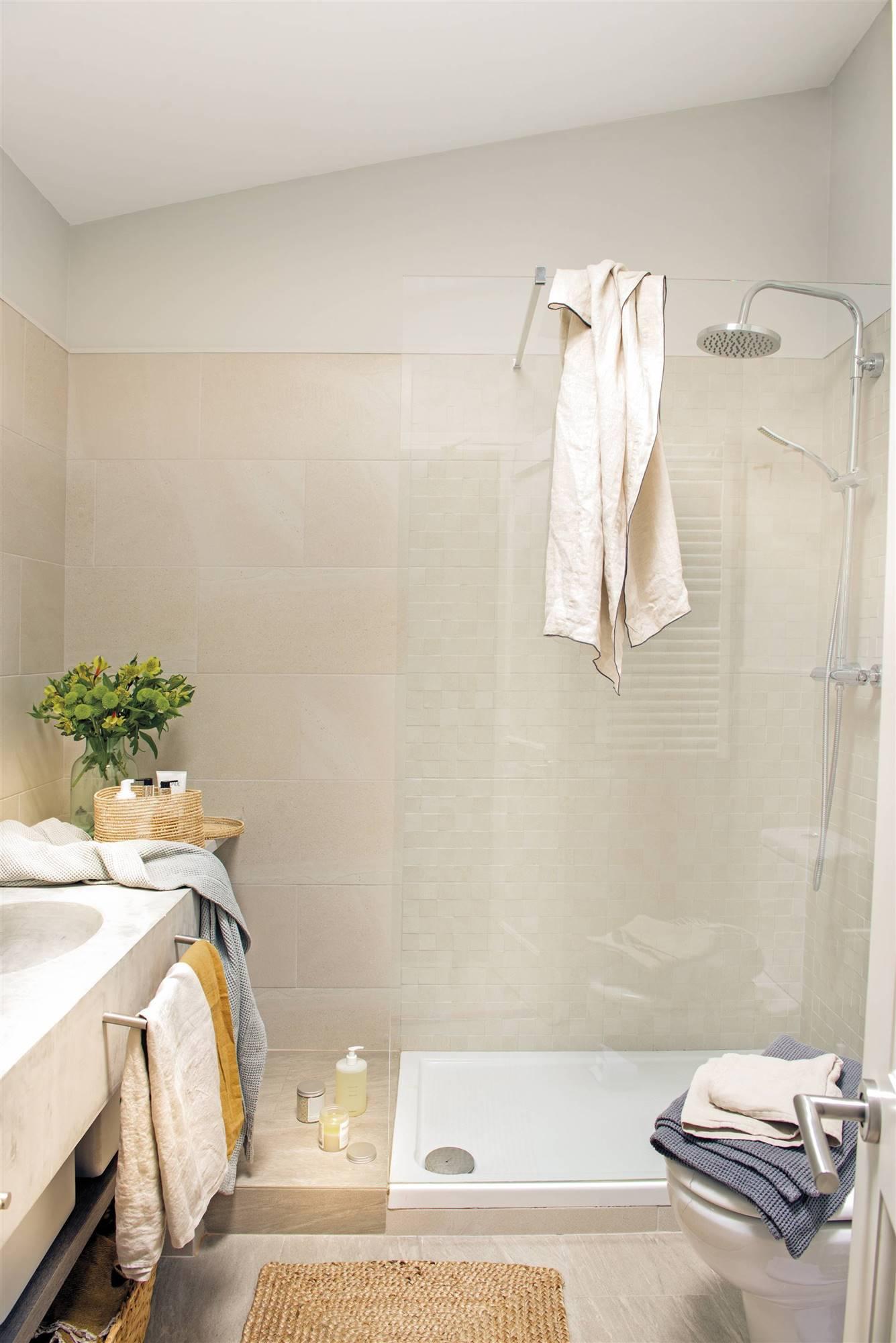 DSC7395-2.  Bathroom