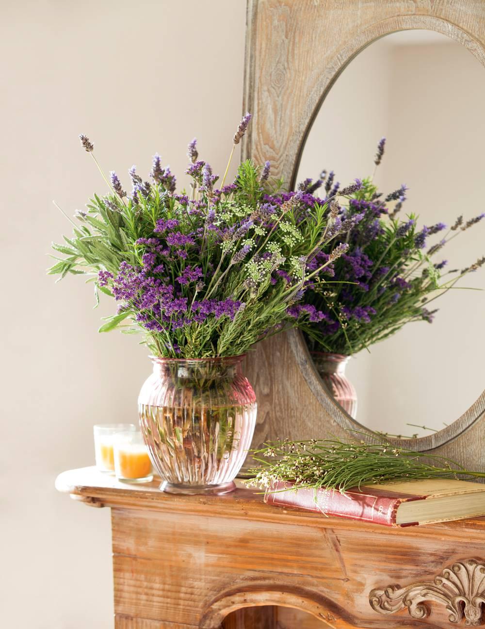 Lavanda-00405618. Un arreglo muy aromático y de campo 紫色薰衣草