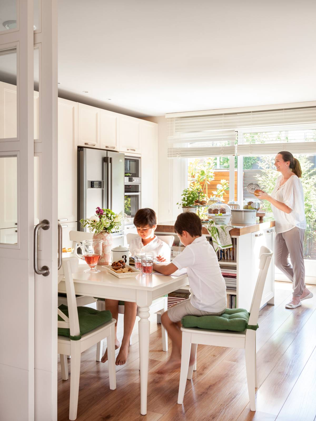 00410658. A kitchen to share with the family