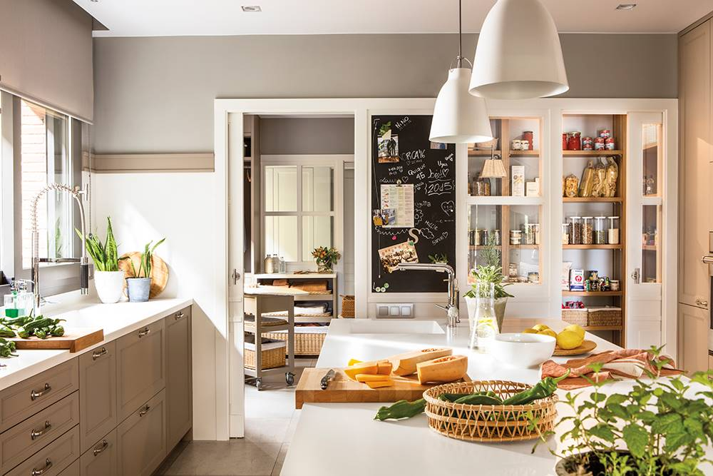 One-month-to-change-the-house-00498784.  A very complete kitchen with pantry