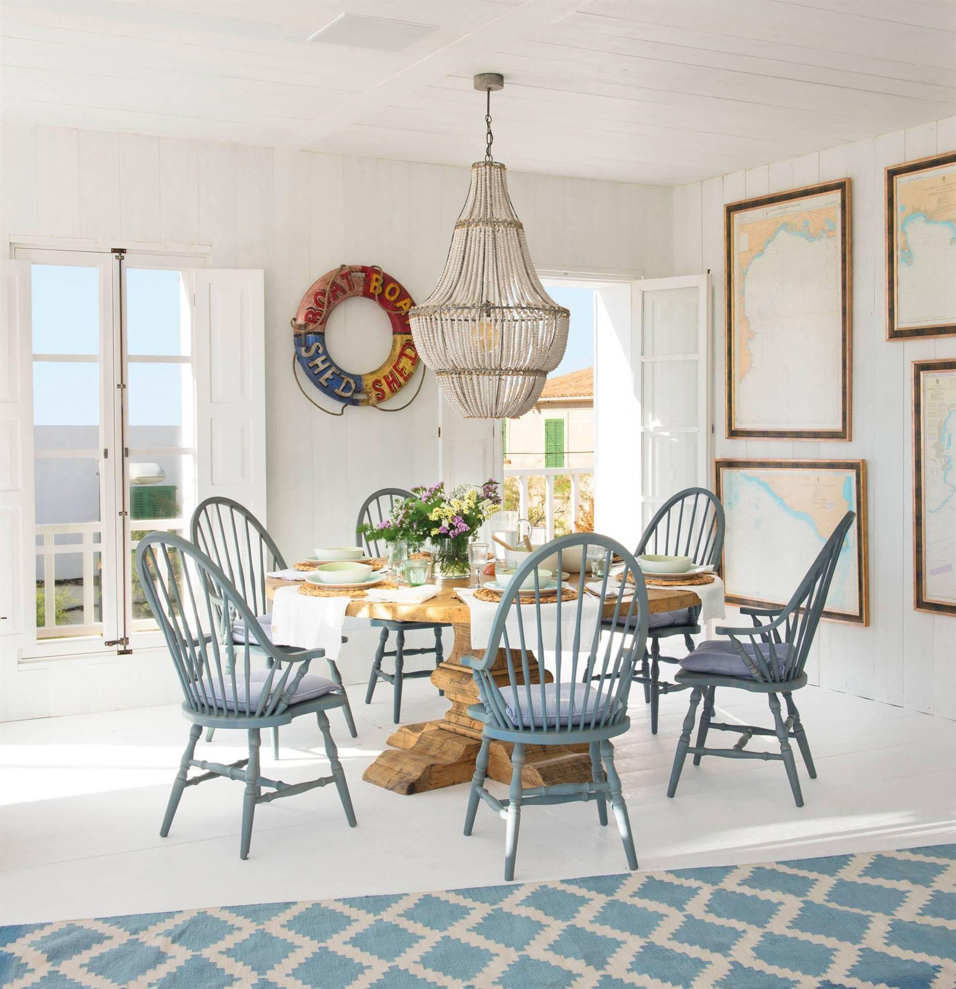 combinar sillas de comedor pintadas de blanco