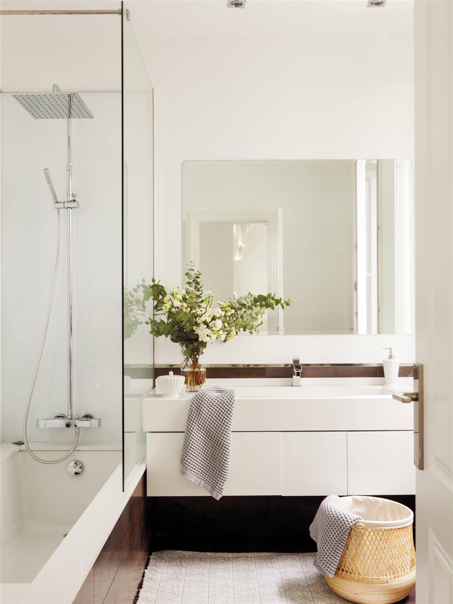 Cómo iluminar un baño sin ventana