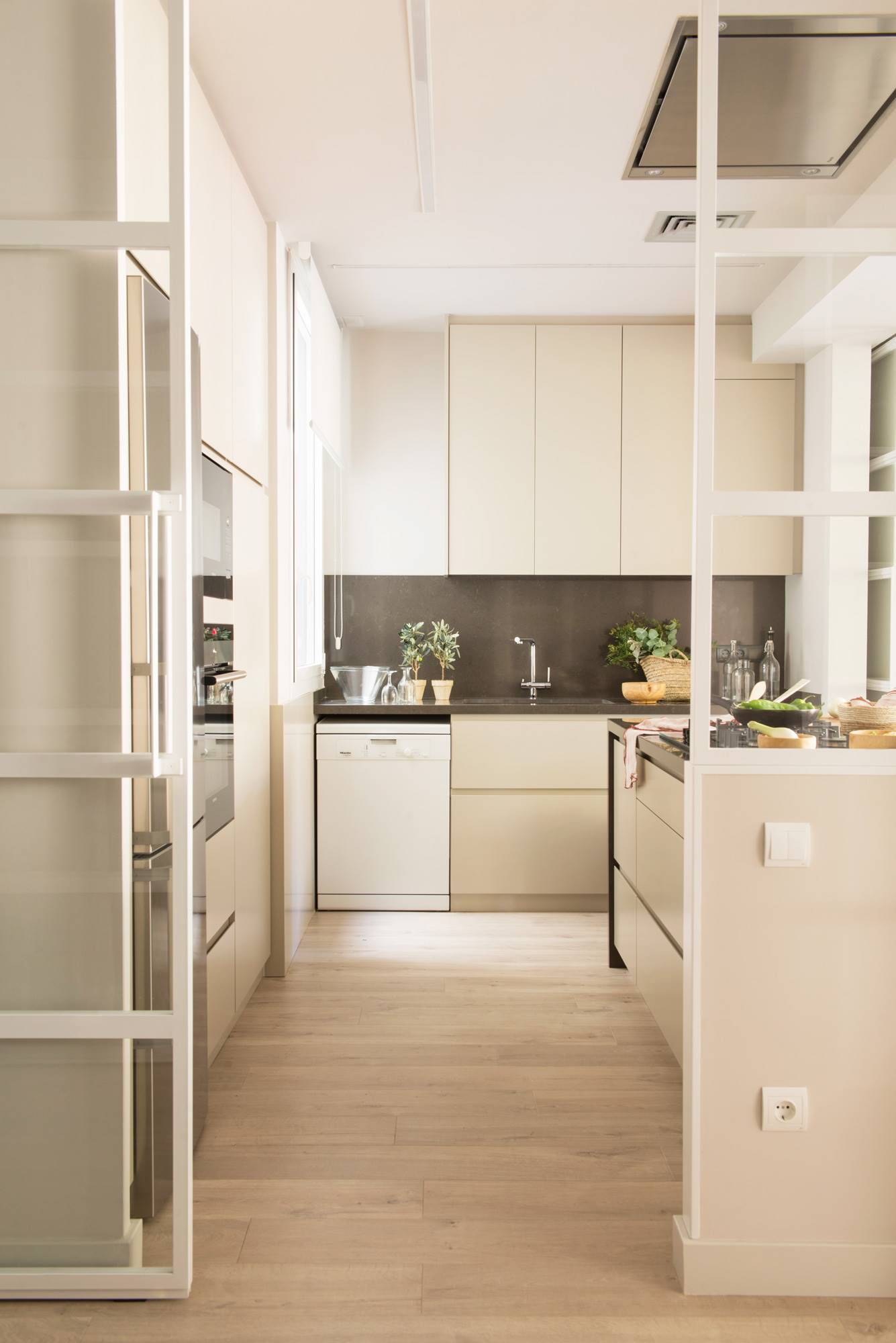 00491951 O. Advantages of installing parquet in the kitchen