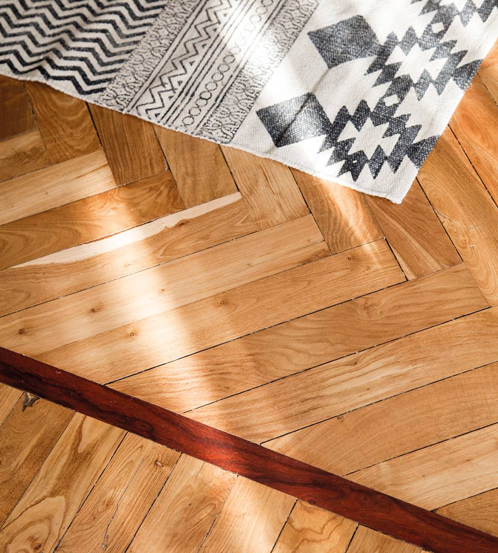 Change-house-month-00458393.  How do you clean a parquet floor?