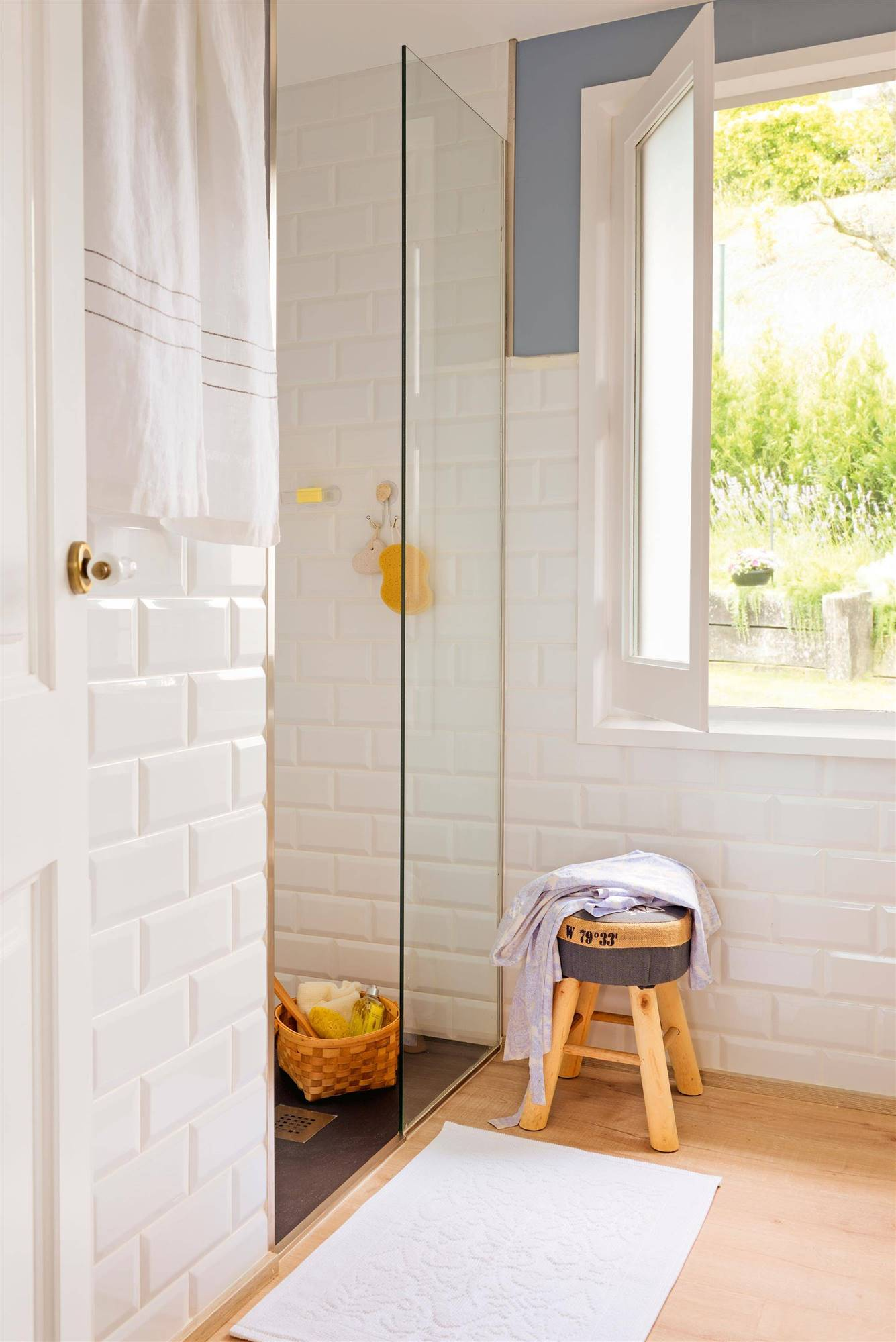 00426633. You can use the steam cleaner to clean the tile joints