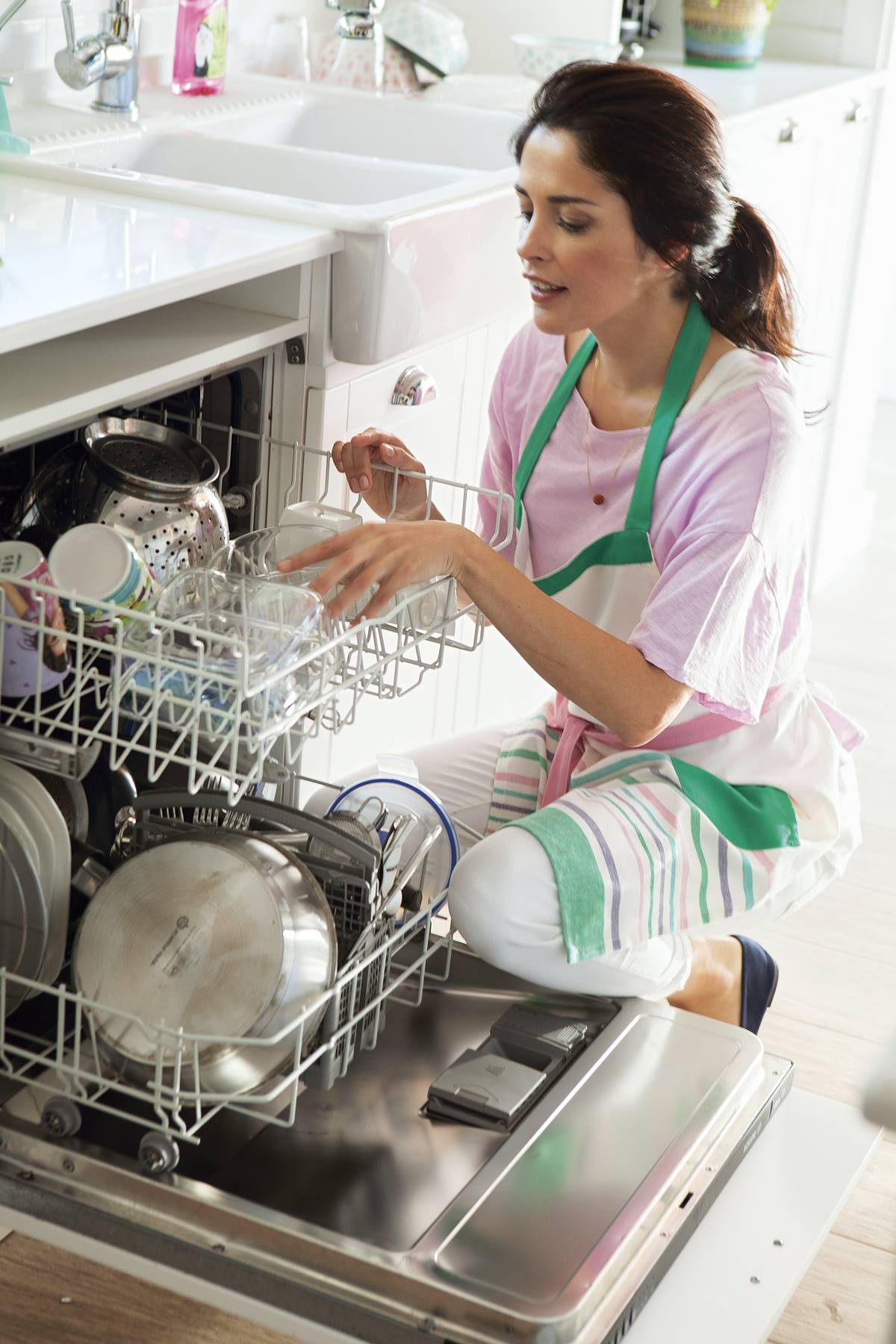 Woman-placing-utensils-in-the-dishwasher_418226.  Before: empty the dishwasher and the drainer