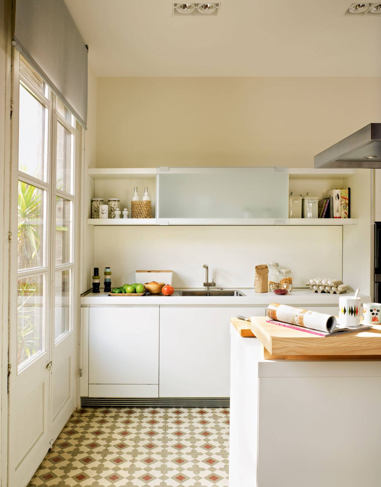 white-kitchen-with-mosaic-floor-and-natural-light 337216. Bathed in light