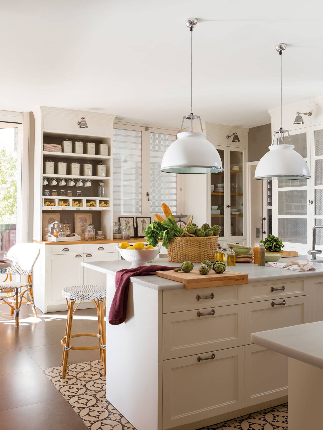 kitchen-with-island-and-hydraulic-floor-delimiter-and-ceiling-lamps 379014. Elegant and white