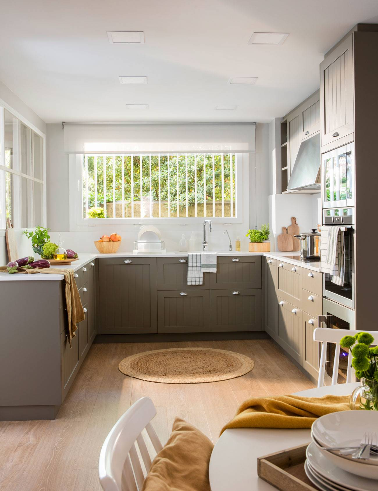 kitchen-in-shape-of-U-with-office-at-one-end 497553 O. With parquet included