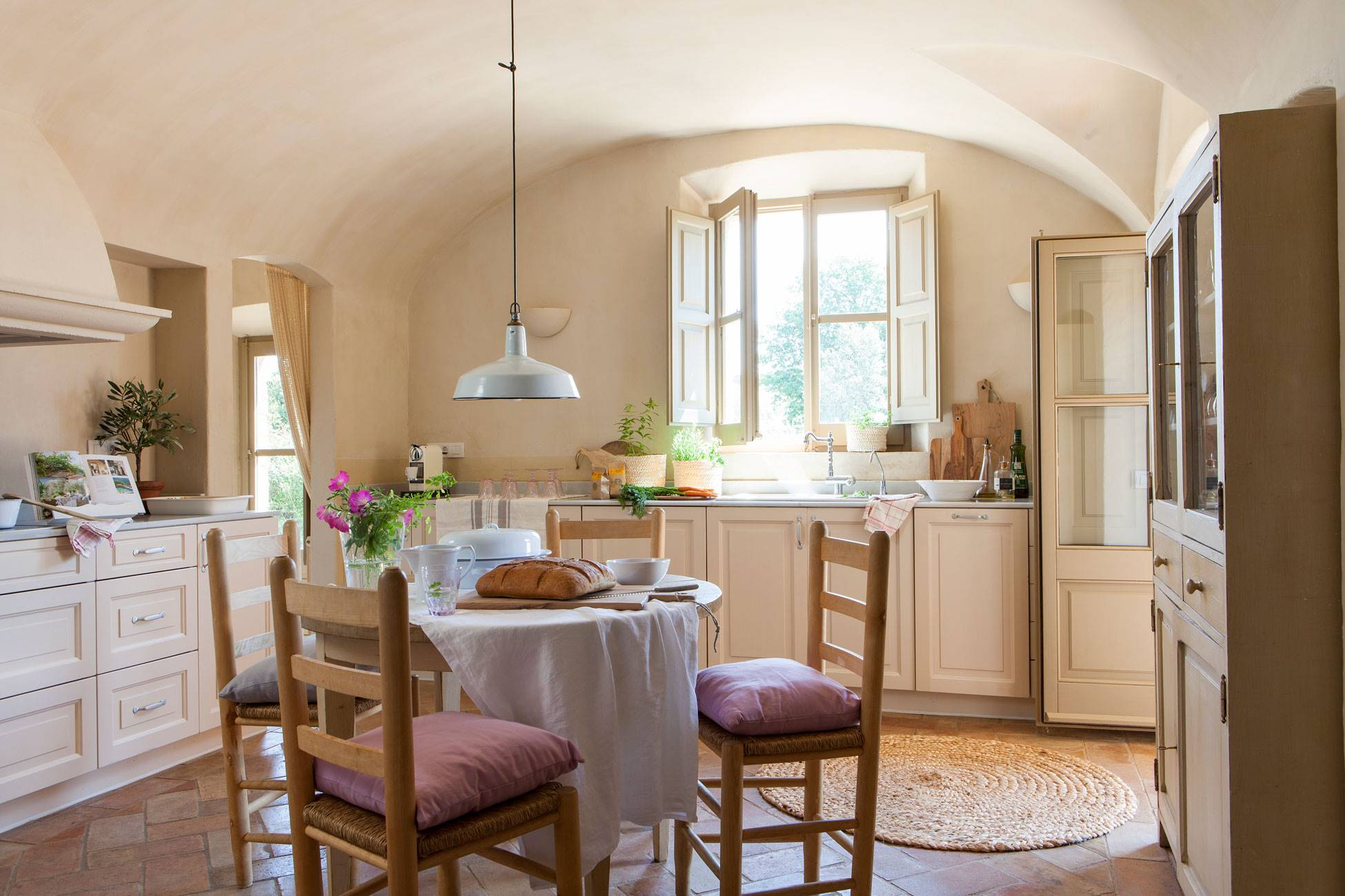 country-style-kitchen-with-floor-tova-and-round-table-in-the-center 433909 O. Today and yesterday