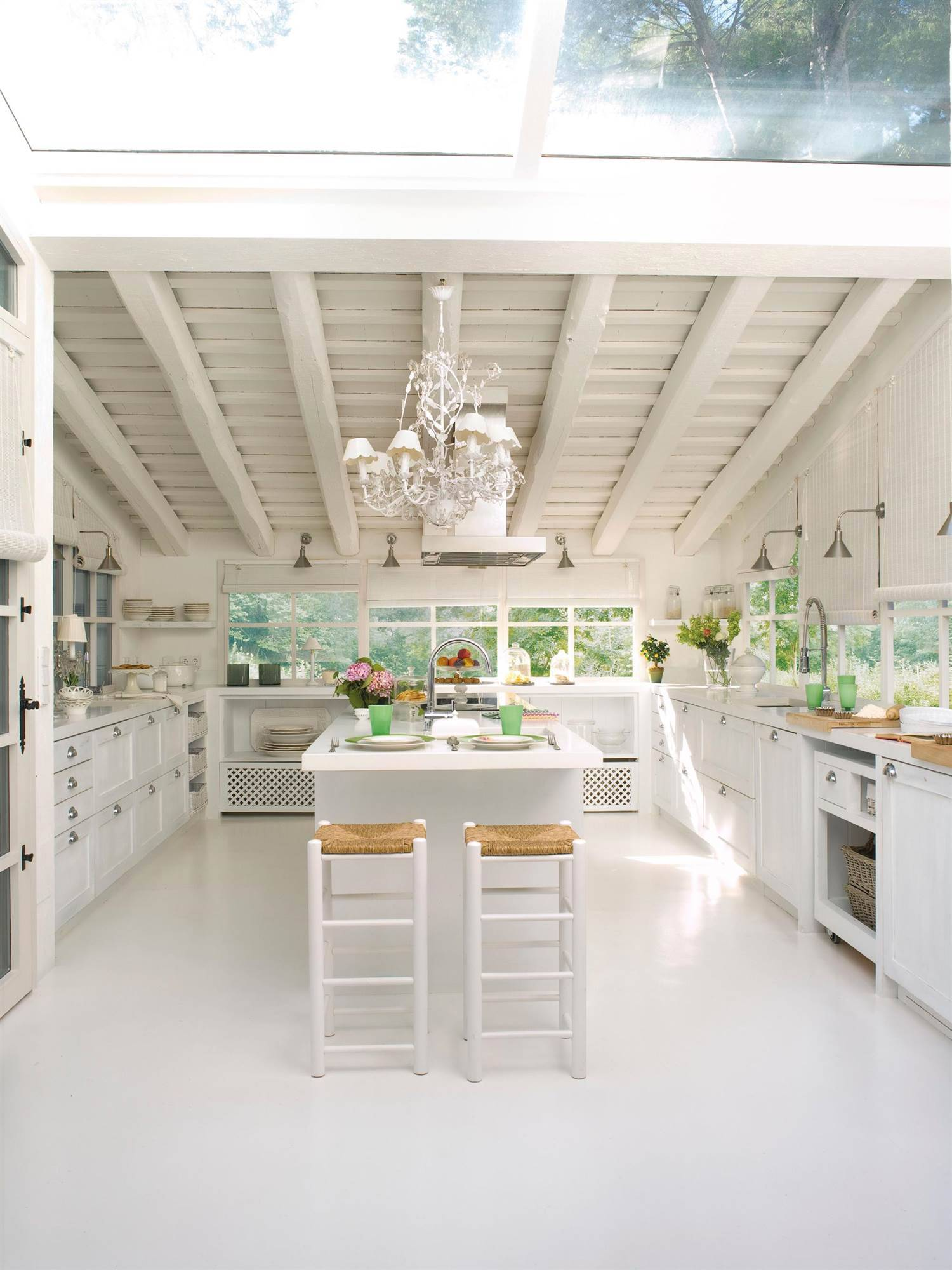 Rustic style white kitchen_00312494.  White and dreamy