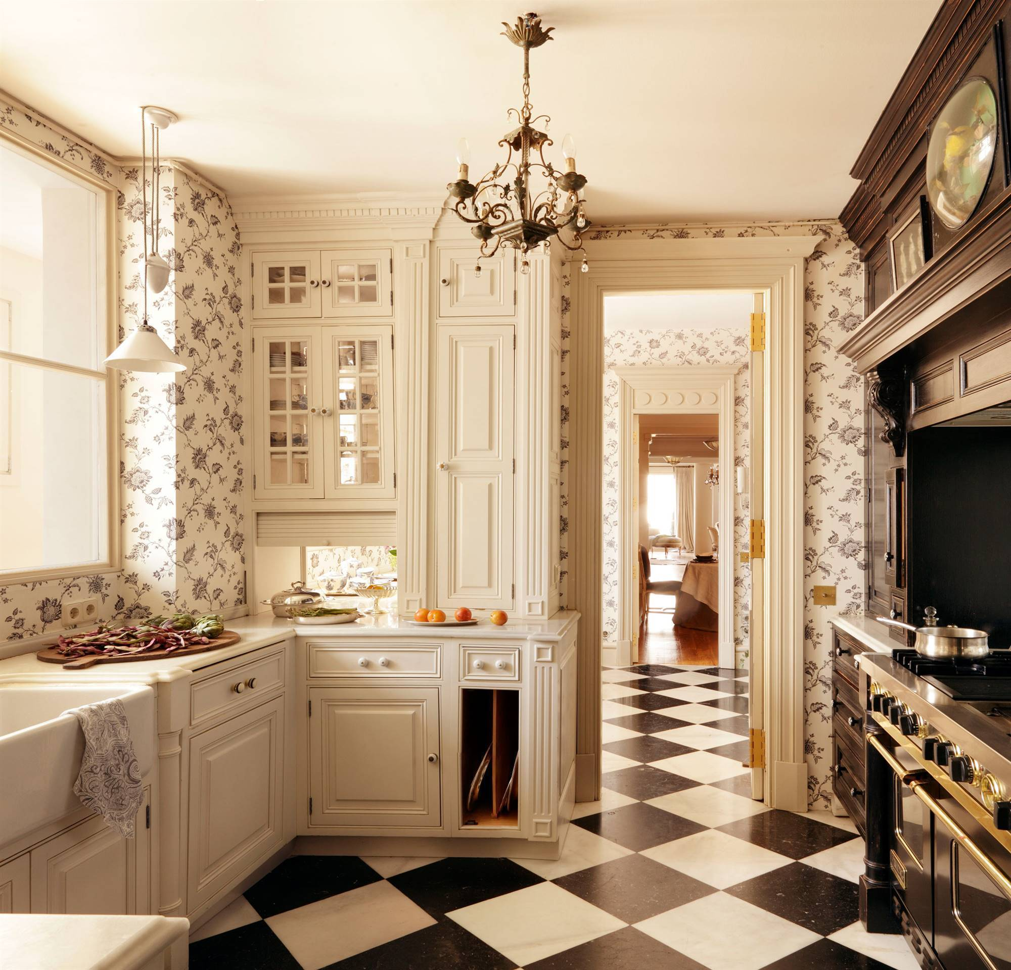 classic-kitchen-with-white-and-black-checkerboard-floor 00351699. A kitchen with aristocratic airs