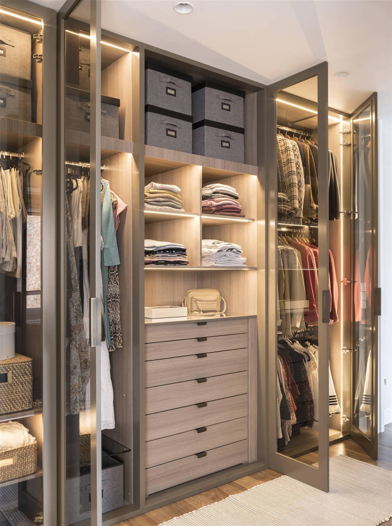 C mo iluminar un armario - Como revestir un armario ...