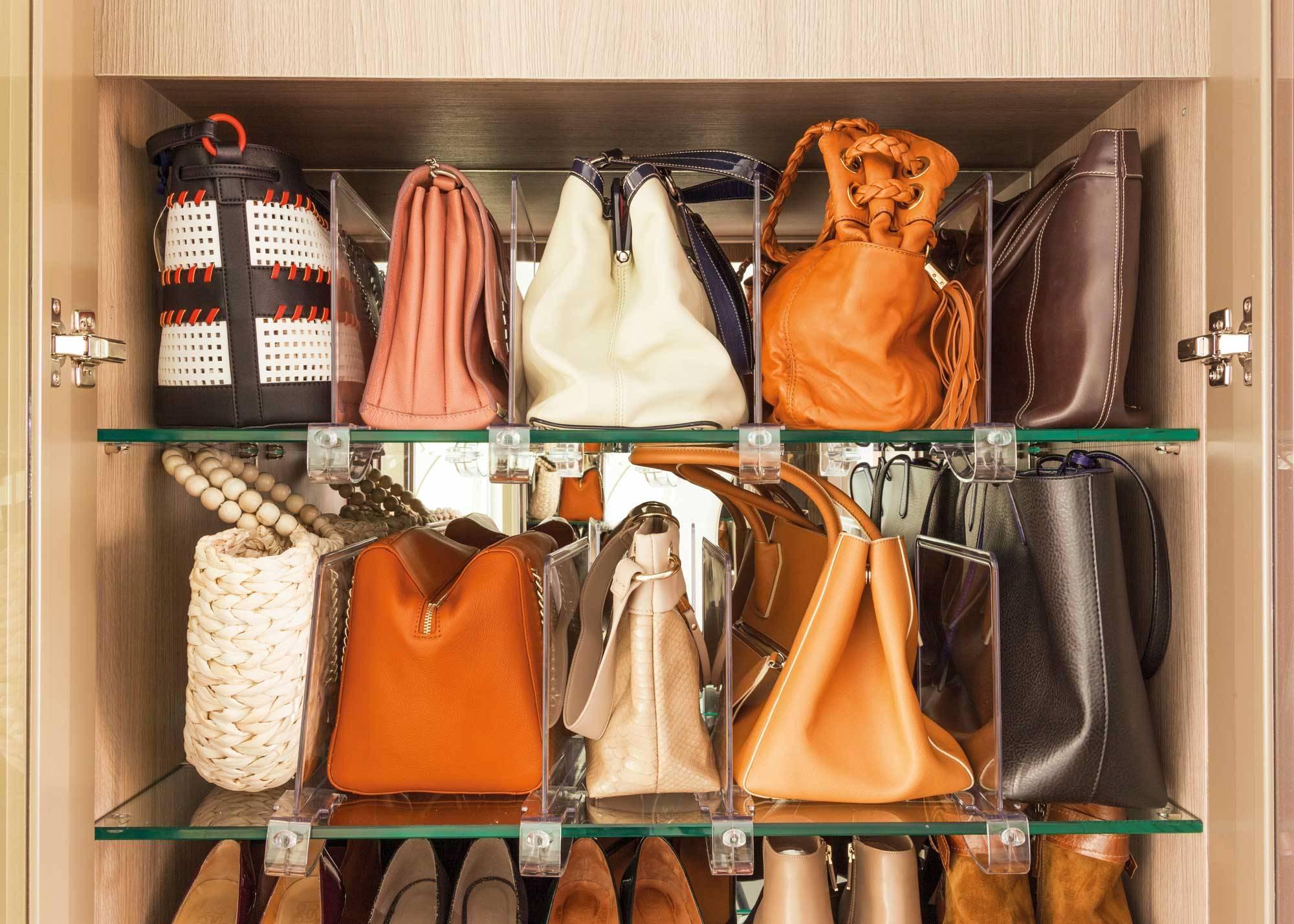 Ideas para guardar los bolsos en poco espacio