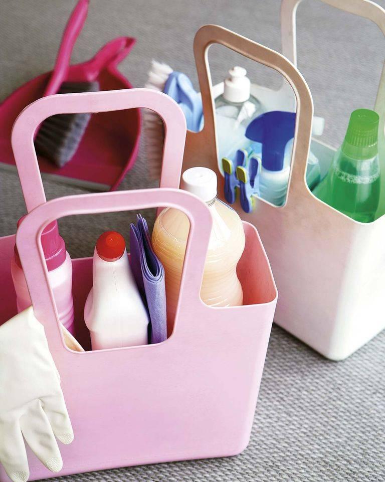 productos-limpieza-1558945052. Alíate con las cestas: orden y fácil acceso