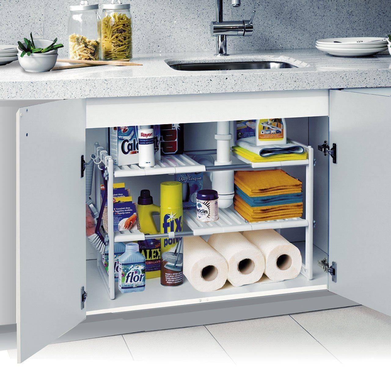 Interior fregadero. Una estantería modular que aprovecha el armario del fregadero