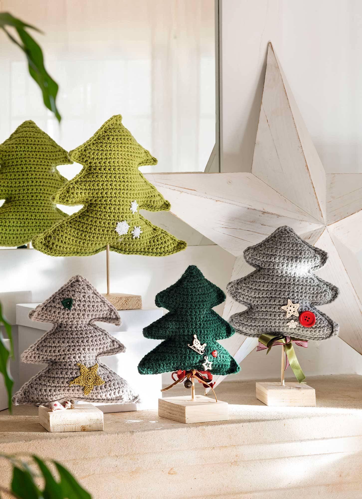00493476. Divertidos árboles de Navidad de ganchillo