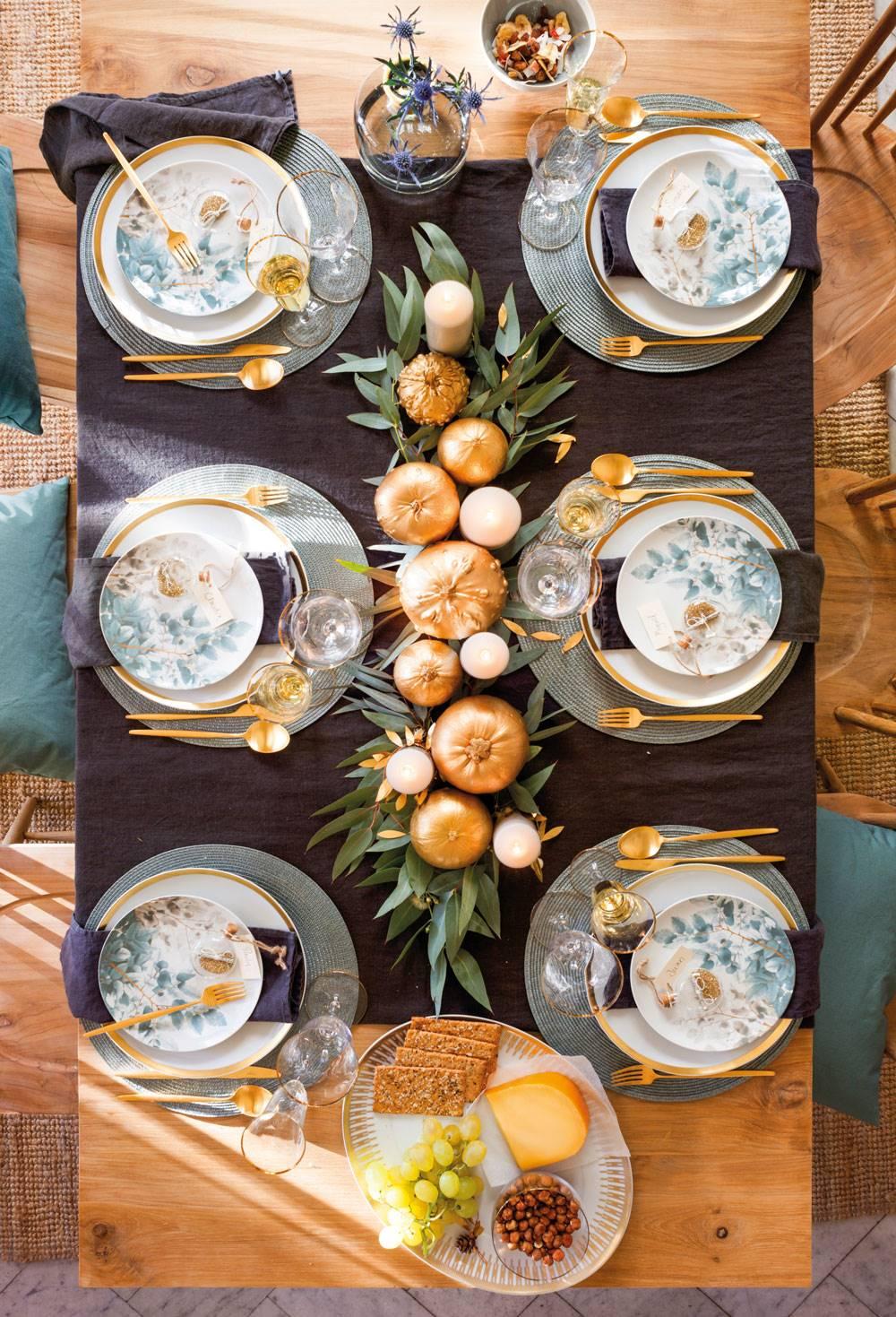 Comedor-Navidad-00470951. Un centro con calabazas vestidas de fiesta