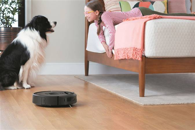 Roomba-i7 Lifestyle Bedroom1