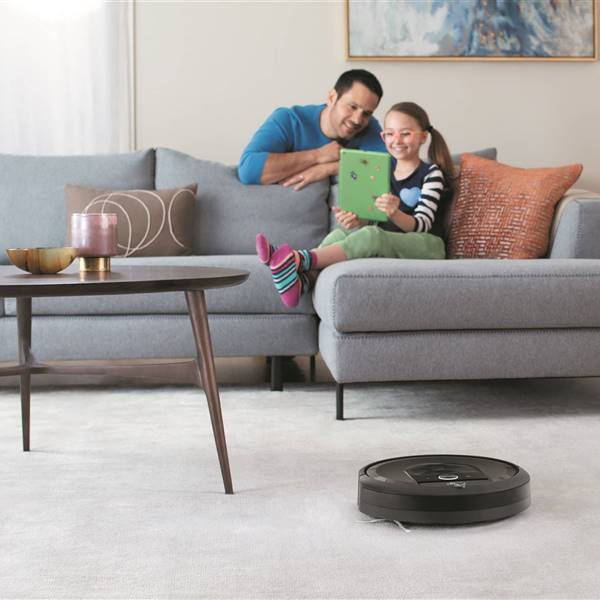 Roomba-i7 Lifestyle Living-Room1