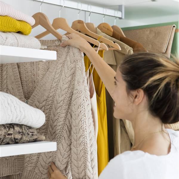 ¿Conoces el método de la percha para ordenar tu armario?