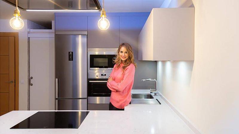 Alba Carrillo estrena cocina y aprovechamos para 'colamos' en su casa