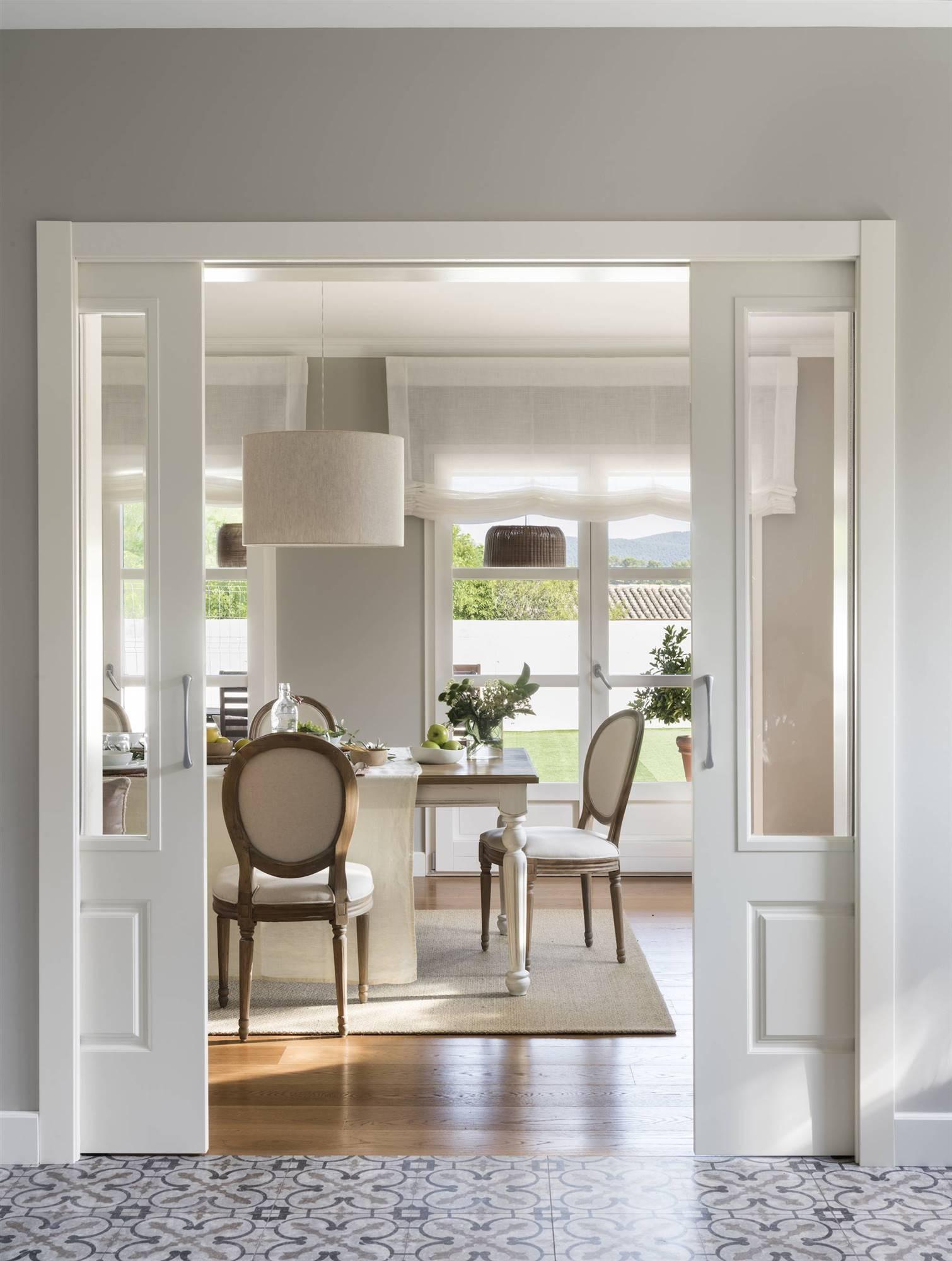 sillas pintadas y tapizadas en casa