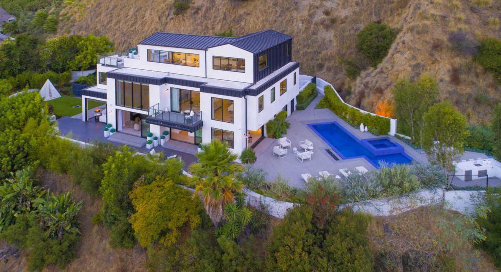 Vista aerea de la casa de Demi Lovato en Los Angeles. Una casa moderna y muy tranquila