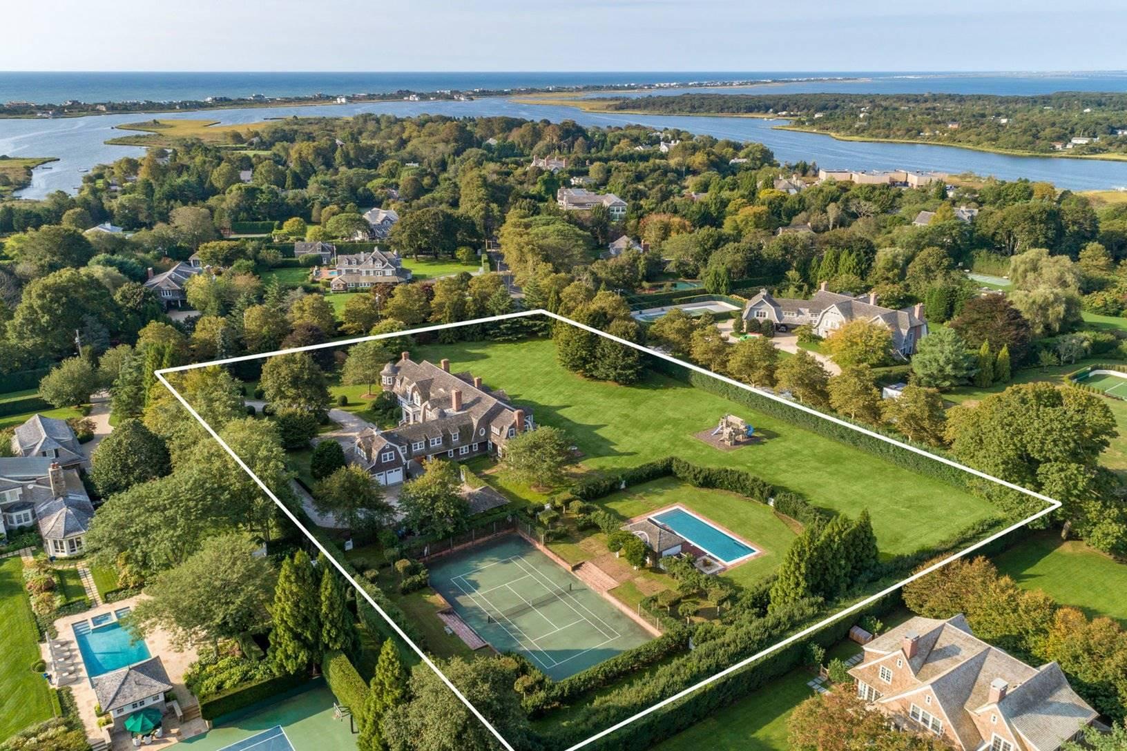 Vista aérea de la casa de Chantal miller en los hamptons. Unos vecinos muy conocidos