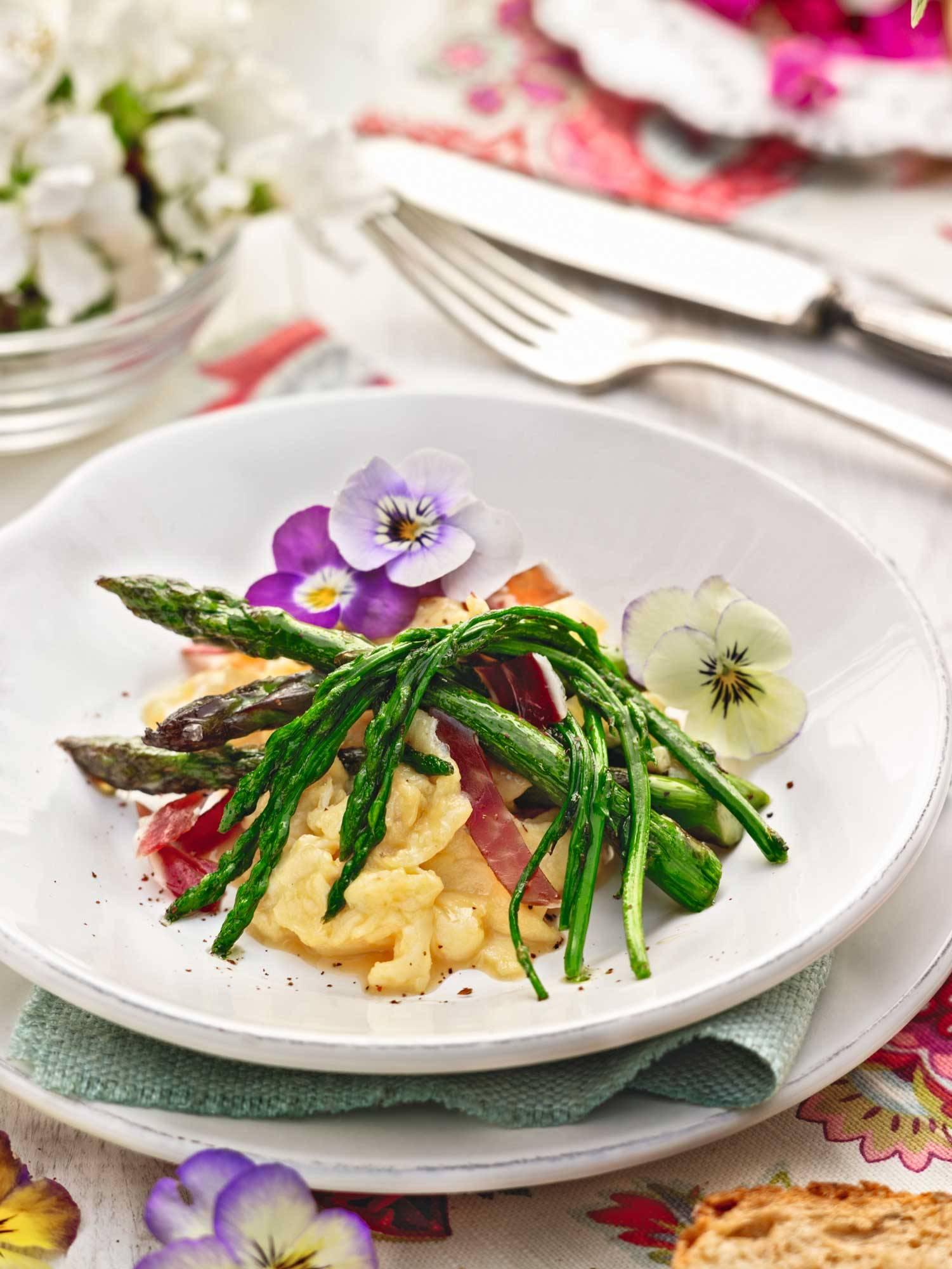recipes-improve-health-eggs-asparagus 00382795