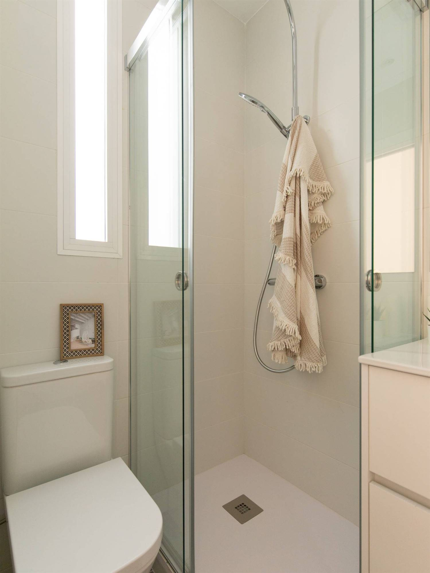 The Home Hunter. Un baño mini en blanco