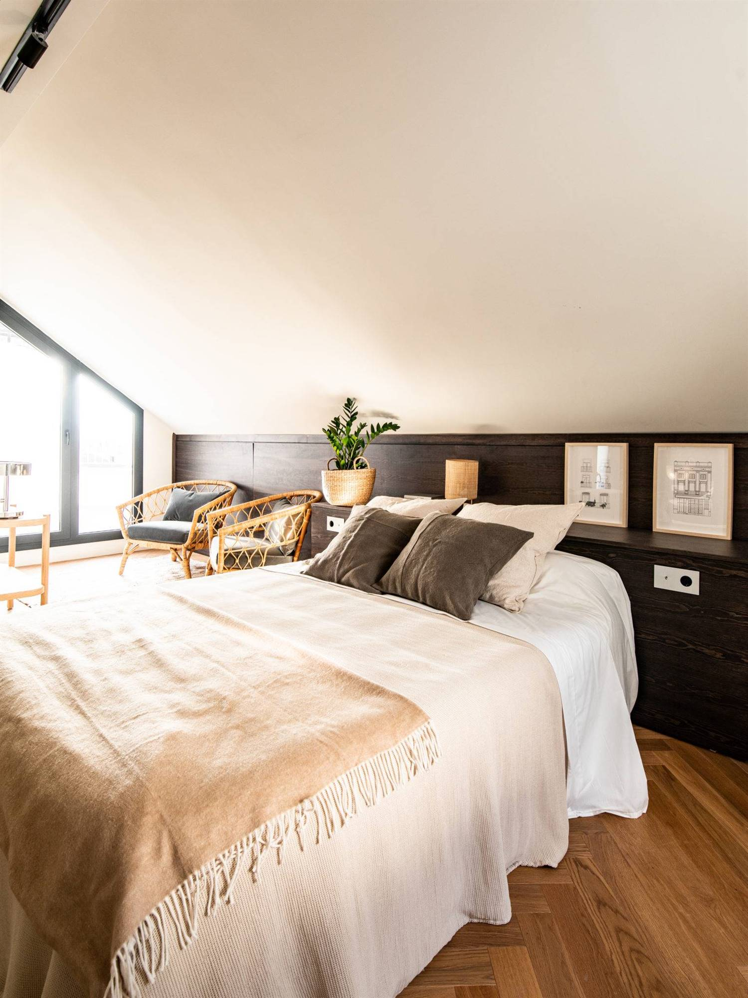 The Home Hunter. Un dormitorio abuhardillado