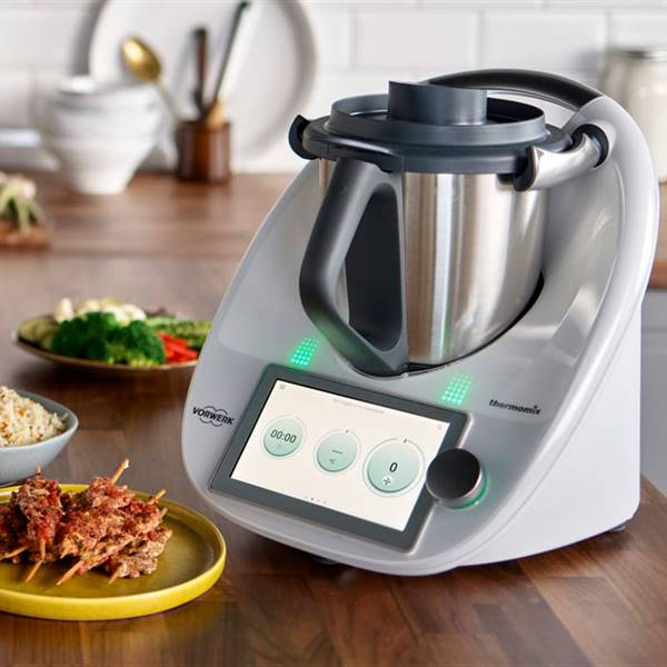 Apúntate a nuestra newsletter y descárgate la tabla de equivalencias entre Thermomix y Monsieur Cuisine