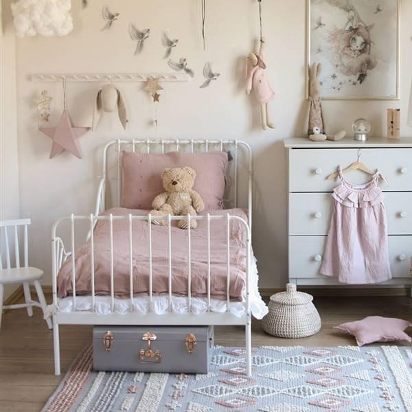 Los mejores hacks de la cama de hierro infantil de IKEA
