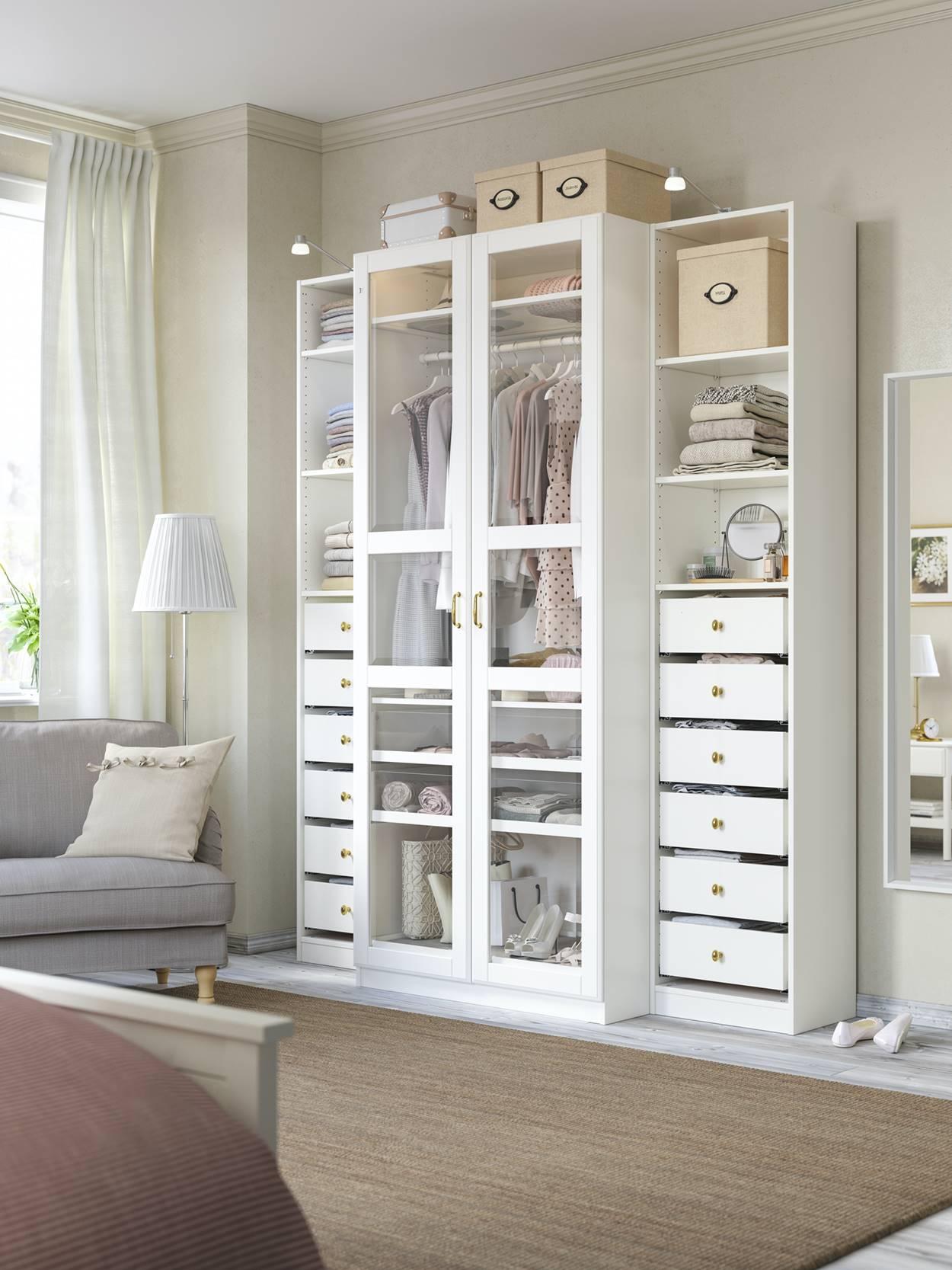 armario ikea pequeño con puerta de cristal