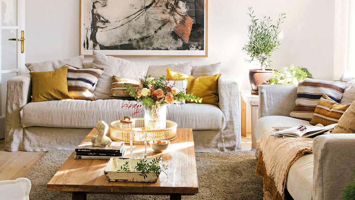 Sofás con cojines de rayas muy El Mueble