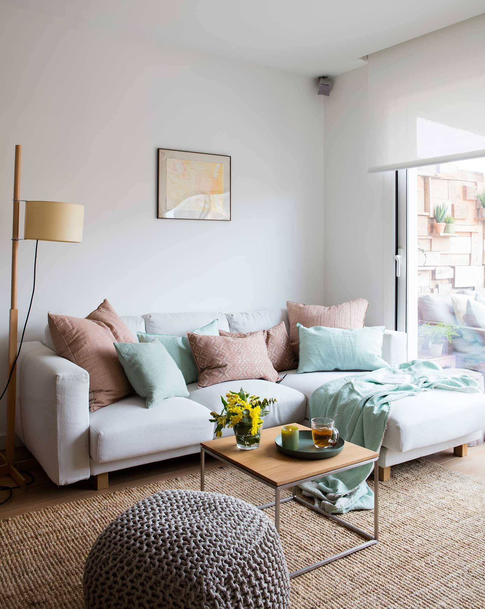 Salón pequeño con sofás chaise longue. ¿Un sofá chaise longue en un salón pequeño?